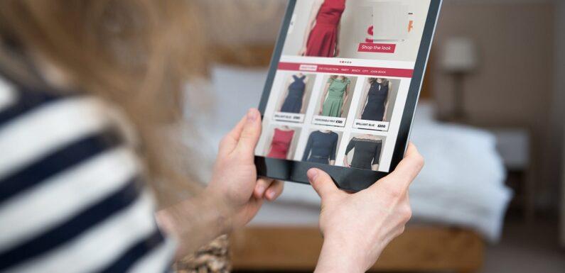 Online clothing bonuses for women